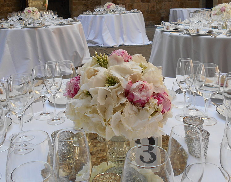 Centrotavola Ortensie E Peonie : Centrotavola con ortensie e peonie rosa la gardenia