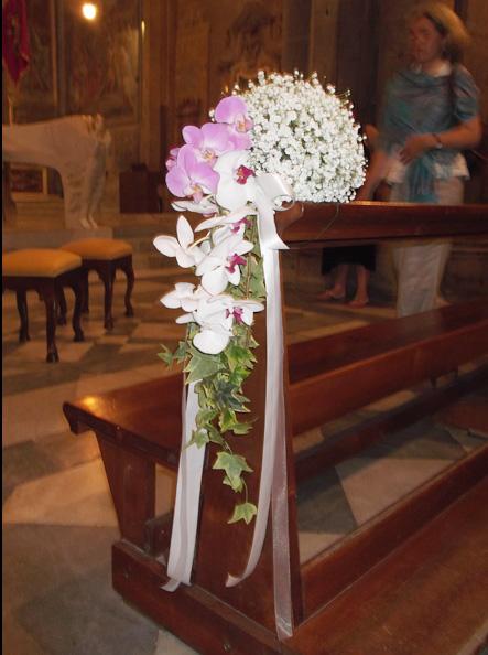 decorazione panca orchidee e gypsophila Duomo di Arezzo