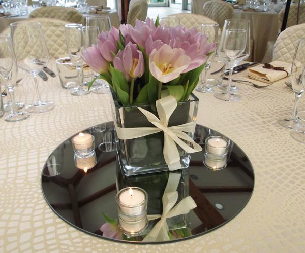 centrotavola cubo con tulipani