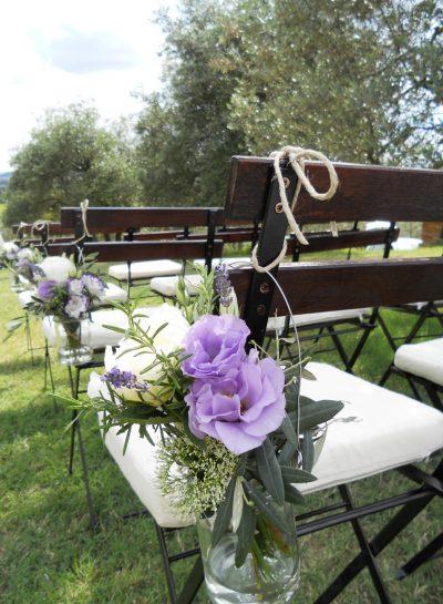 Fiori e barattoli per nozze casual e chic