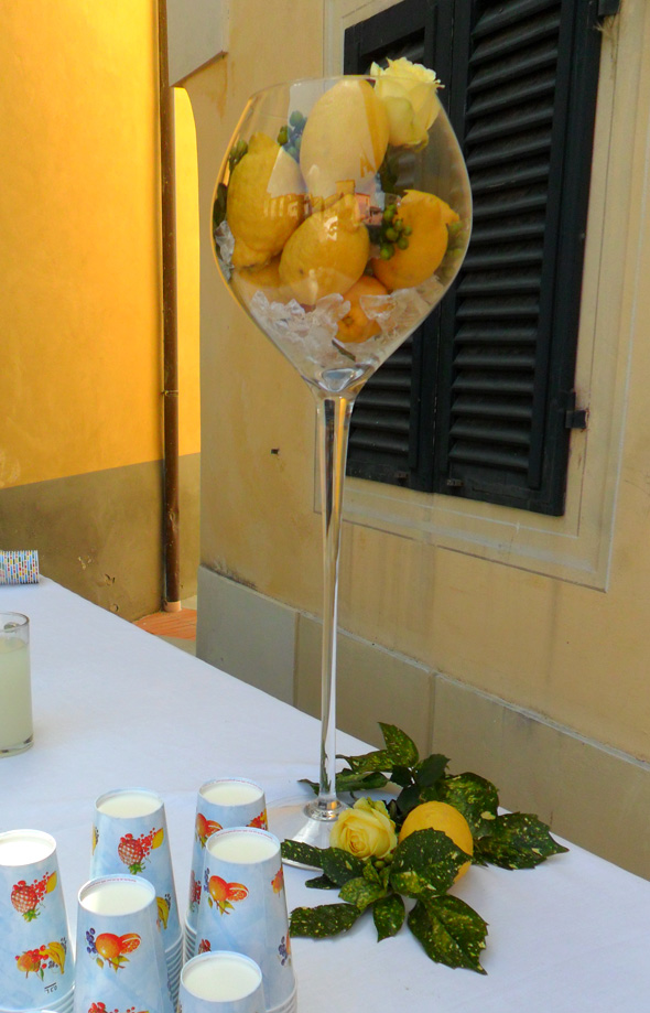 Allestimento con limoni e verde