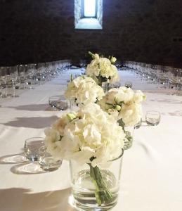 Centrotavola e allestimenti floreali per il ricevimento for Ortensie bianche