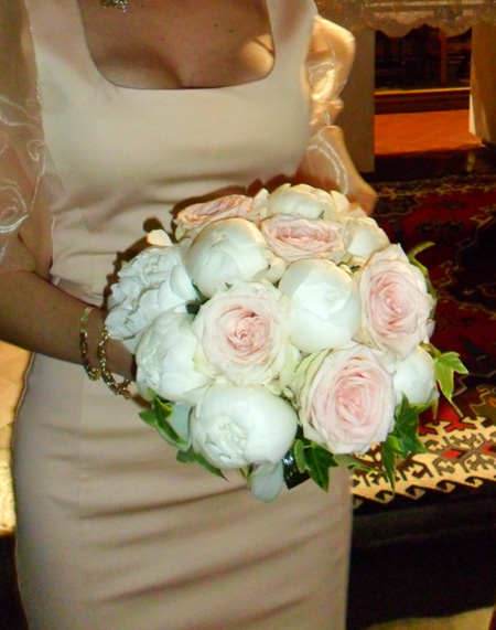 bouquet con peonie e rose rosa