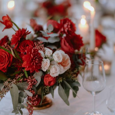 Glamorous red and gold wedding in Tuscany